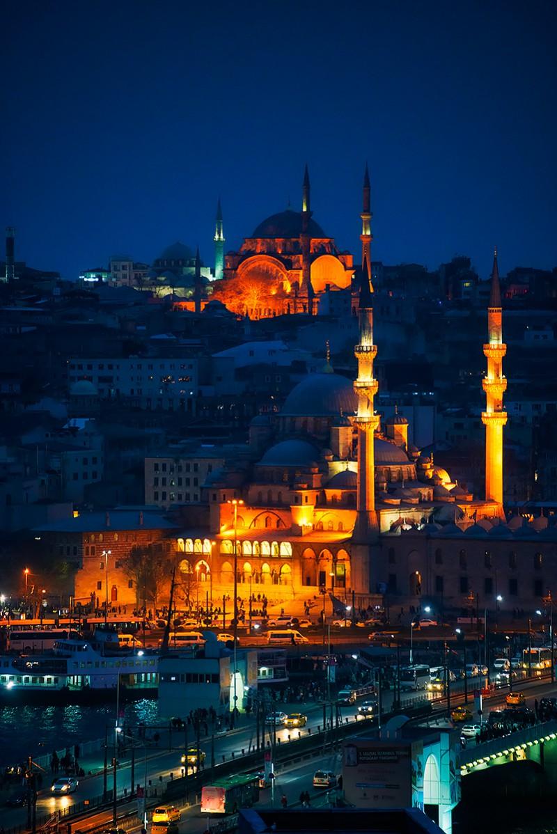 Istanbul_blue_night_web